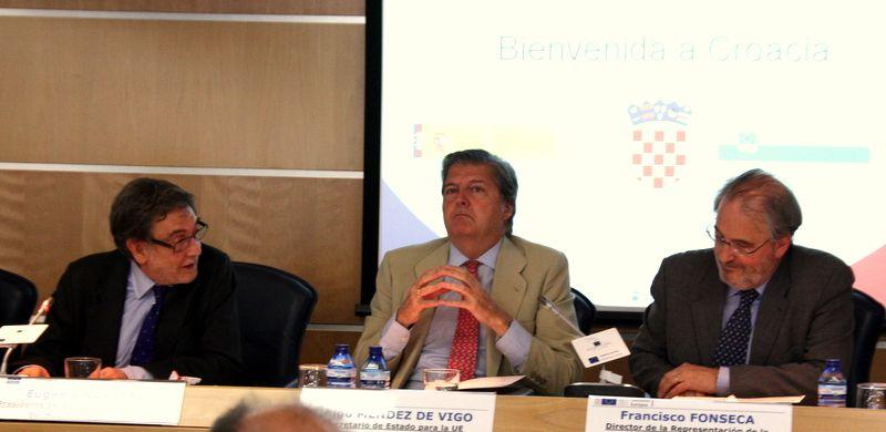 Méndez de Vigo y el Embajador de Croacia se dirijieron palabras de amistad