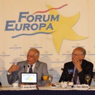 Aldecoa presenta a Josep Borrell en el Forum Europa